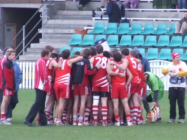 Three quarter time in the Wollongong huddle