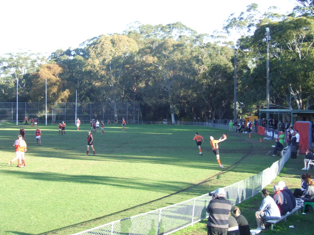 Boundary throw-in at Ern Holmes Oval